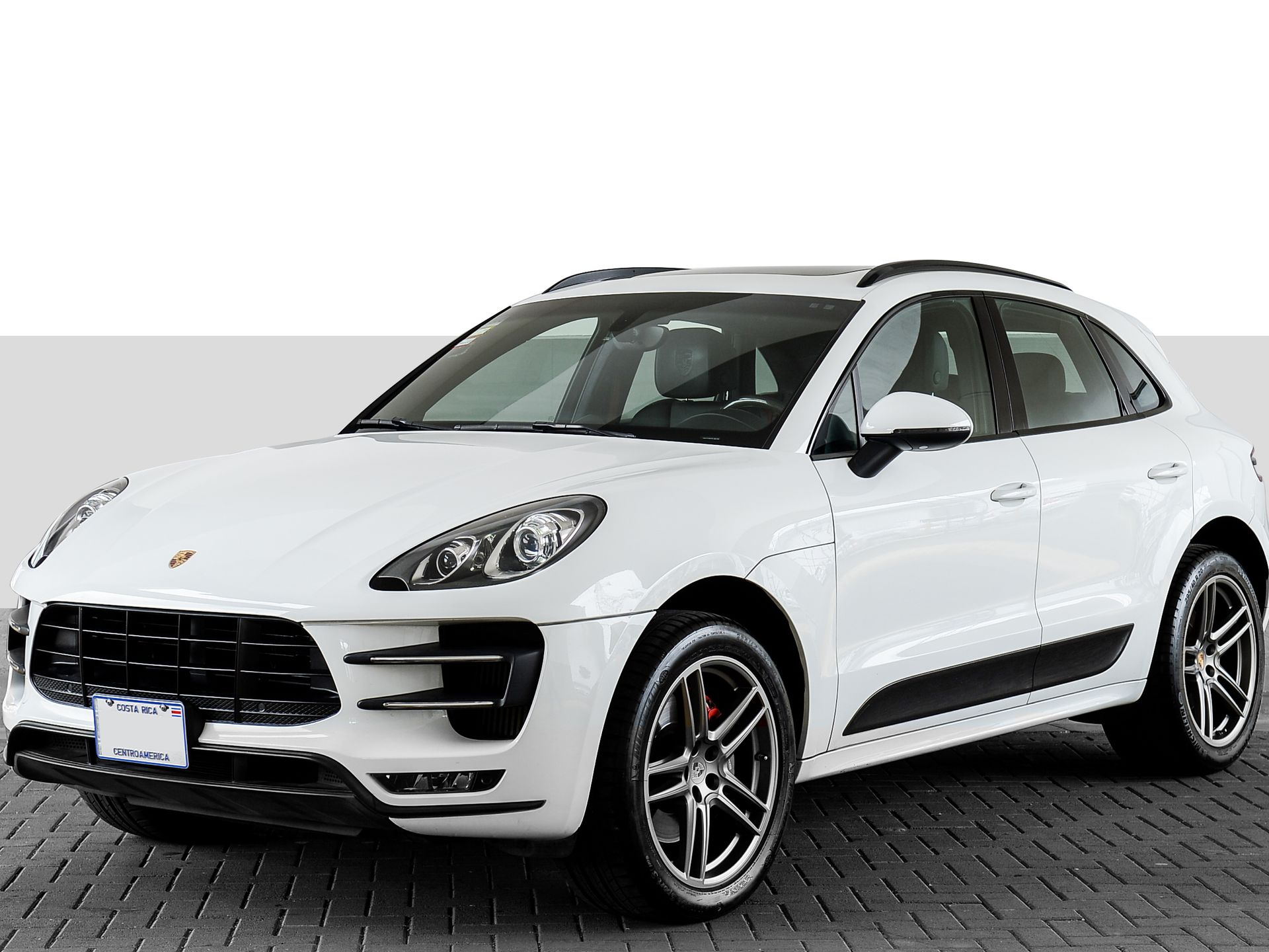 2015 Porsche Macan Turbo – 1