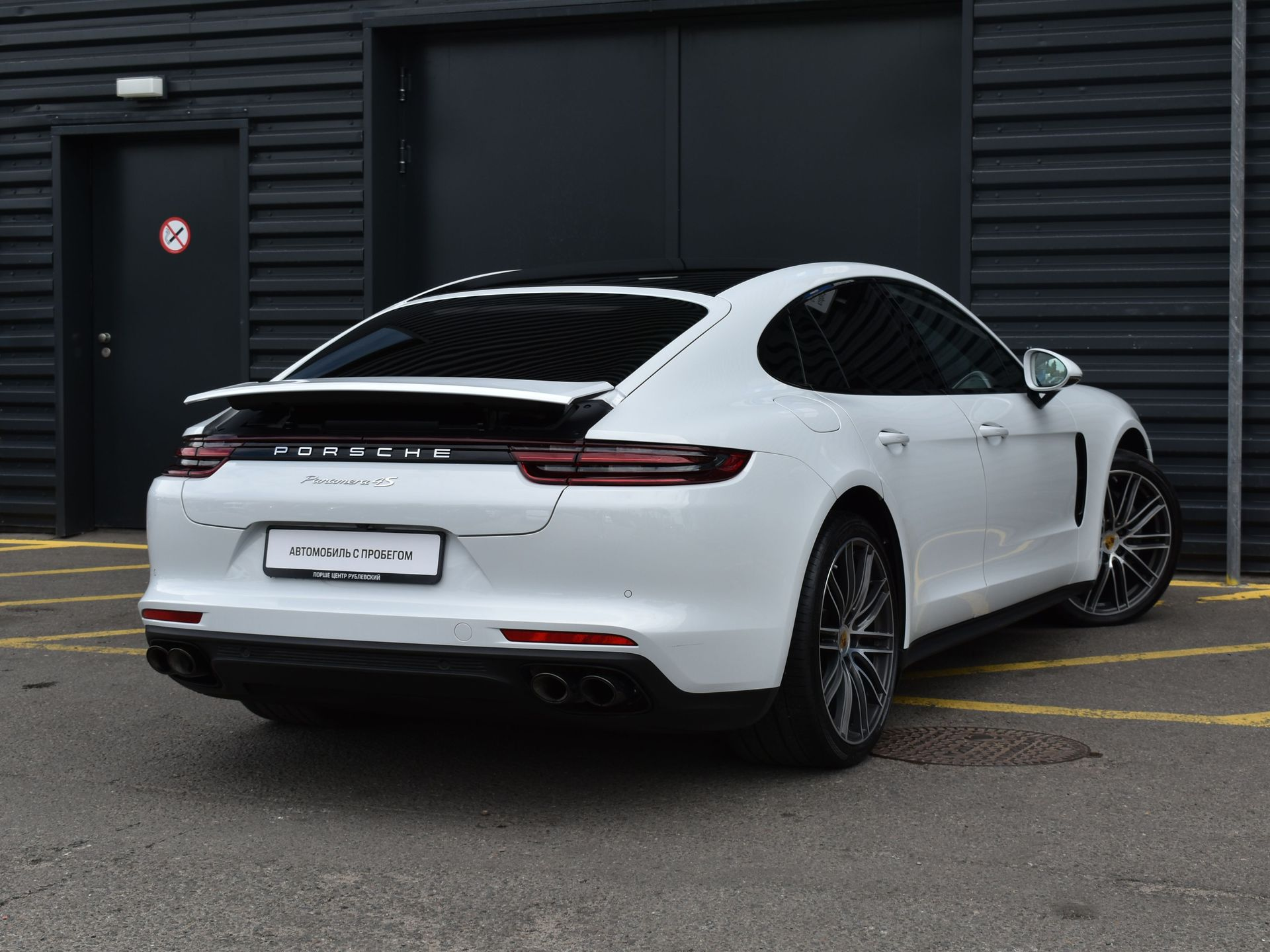 2017 Porsche Panamera 4S – 2