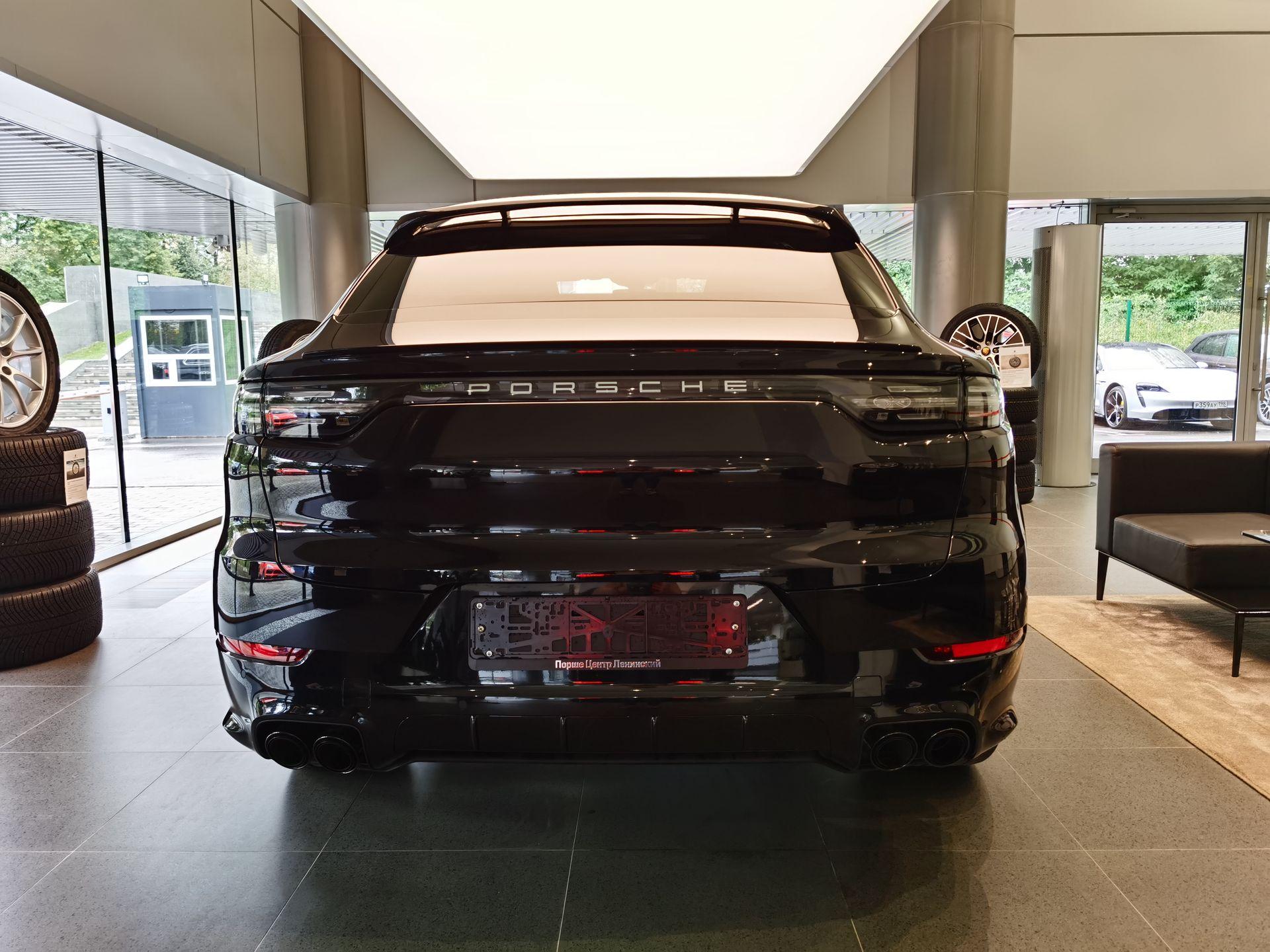 2021 Porsche Cayenne Coupé – 3