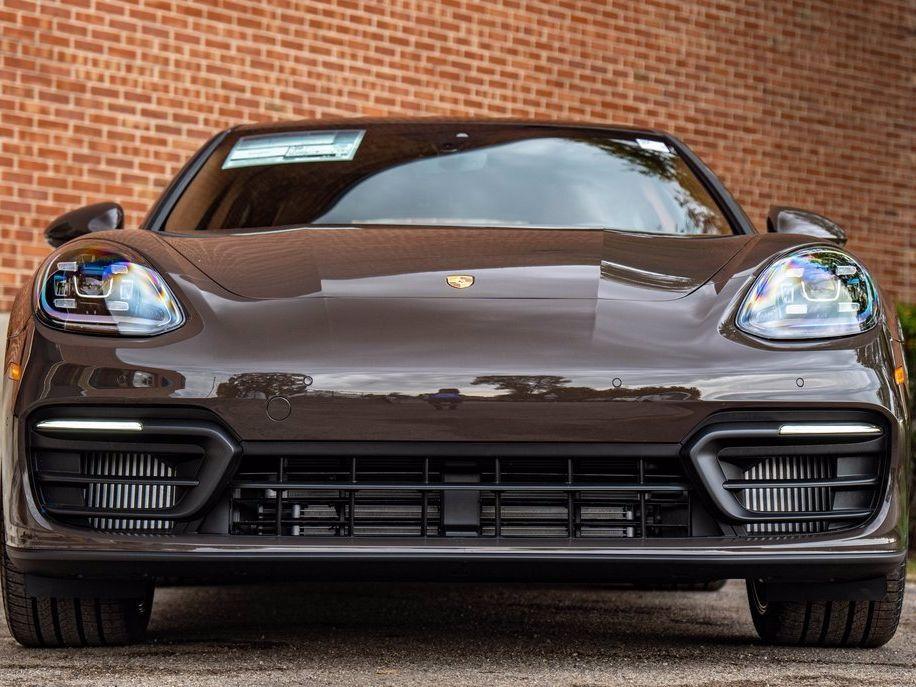 2022 Porsche Panamera 4 – 2