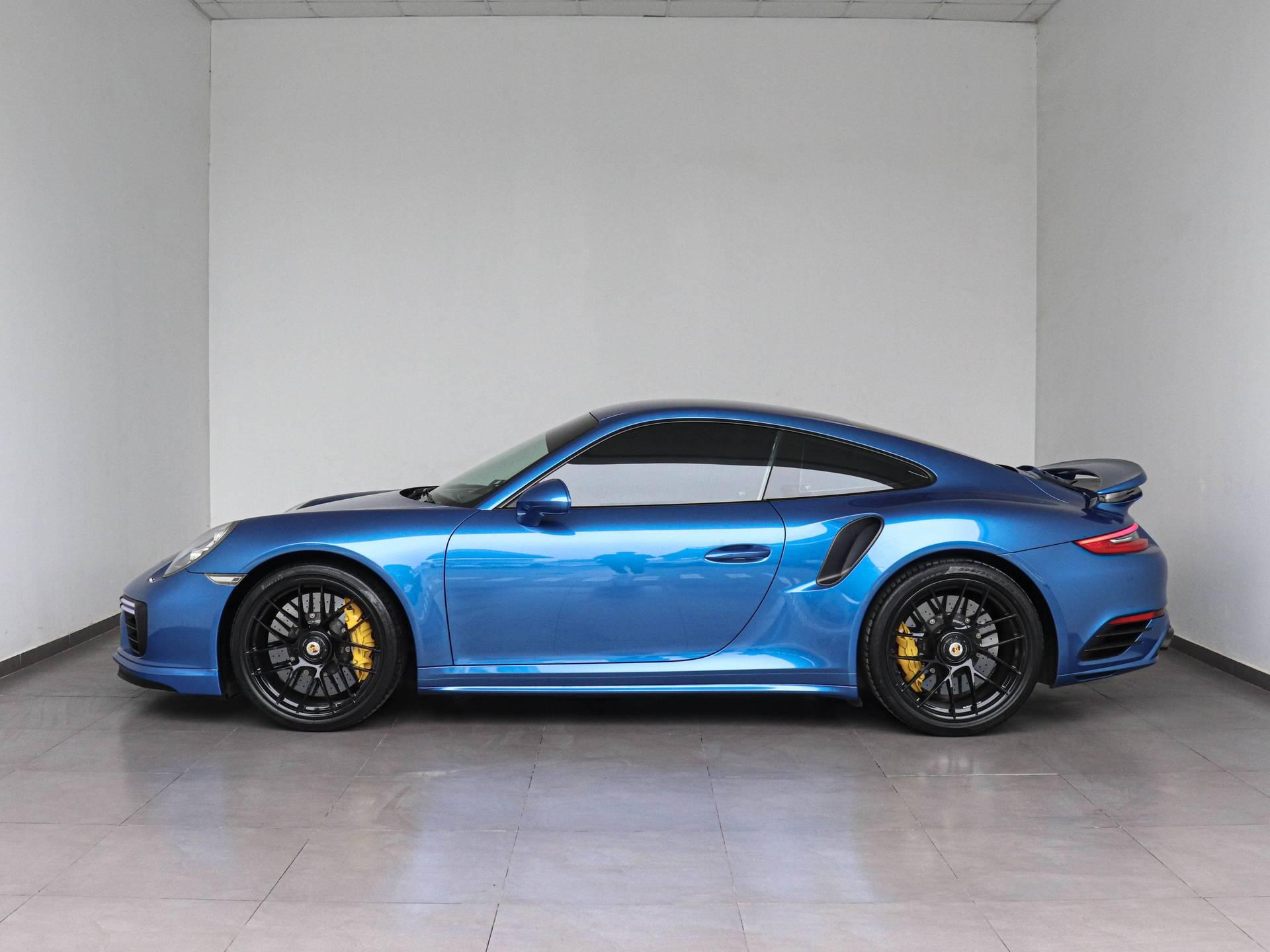 2017 Porsche 911 Turbo S – 2