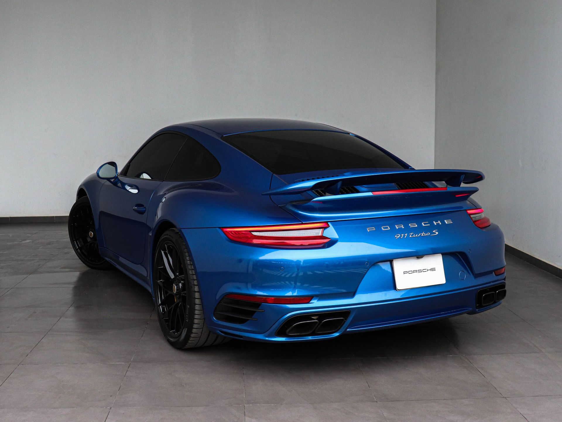 2017 Porsche 911 Turbo S – 3