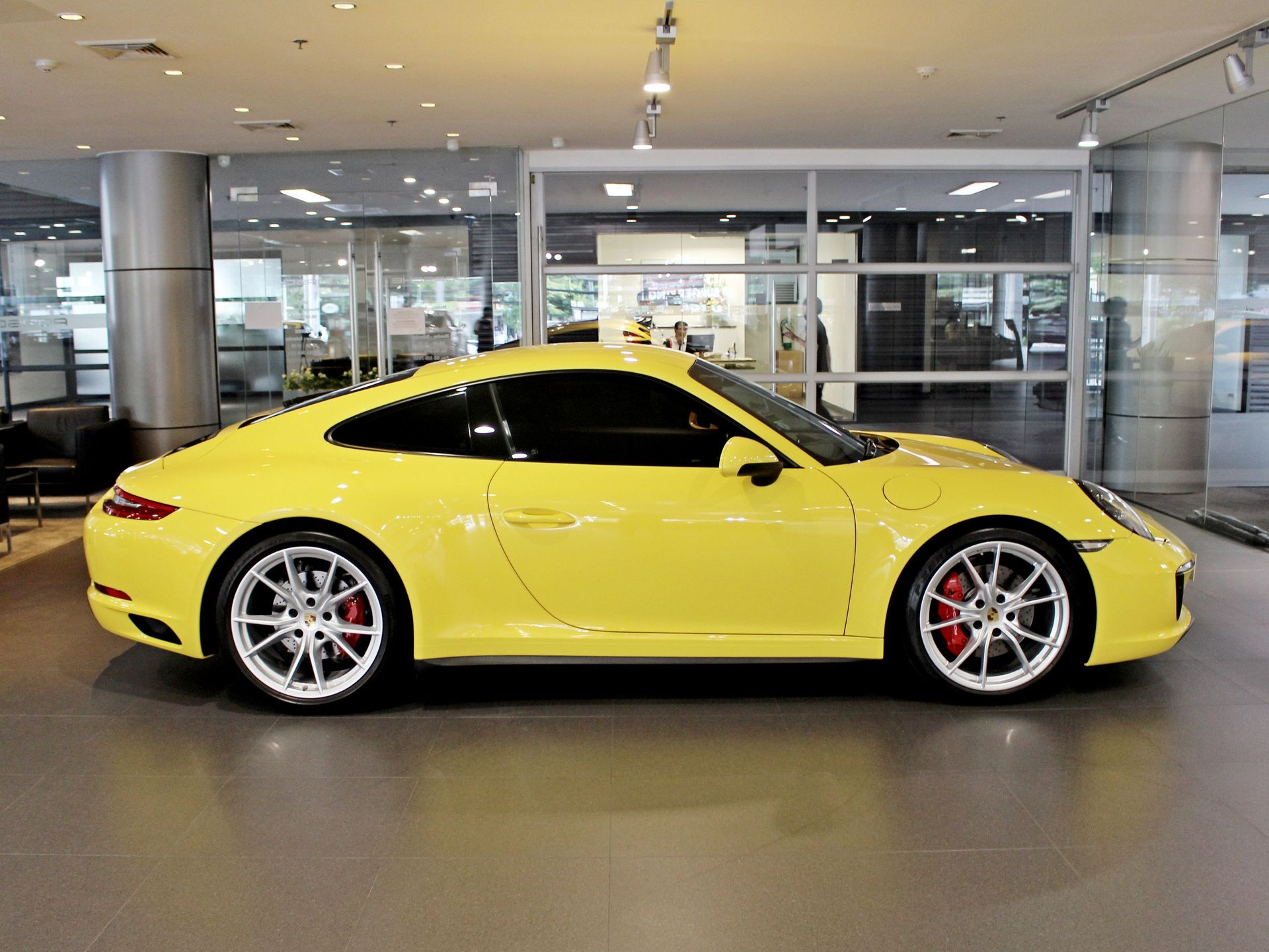 2017 Porsche 911 Carrera 4S – 3