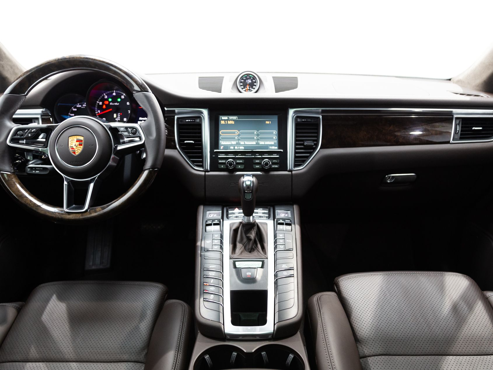 2016 Porsche Macan Turbo – 4