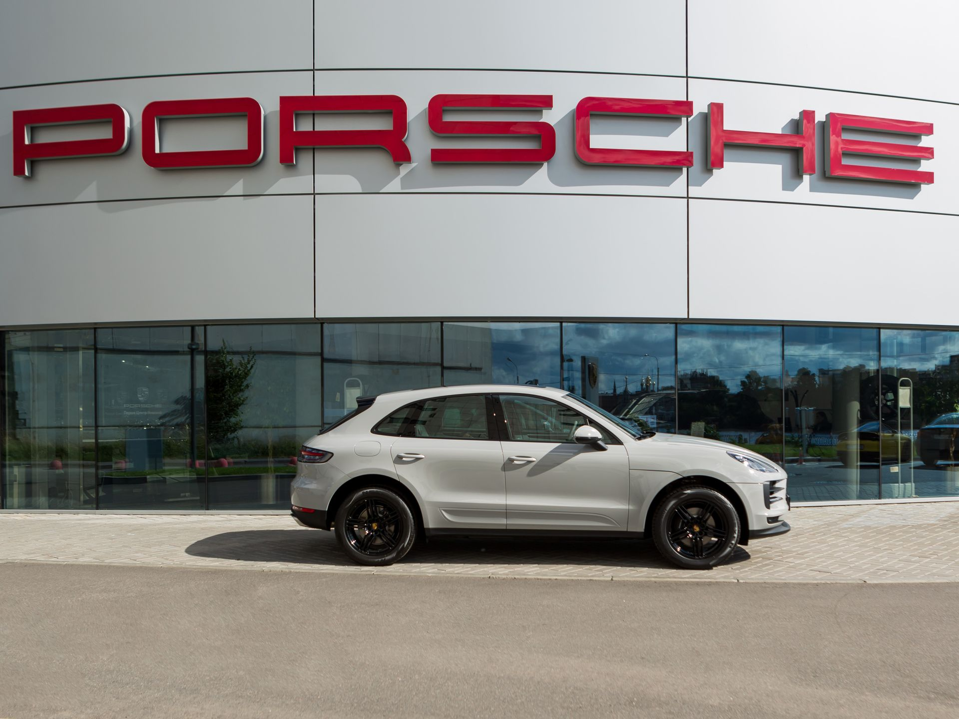 2021 Porsche Macan – 5